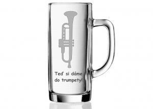 půllitr pro trumpetistu s vybroušenou hláškou a trumpetou