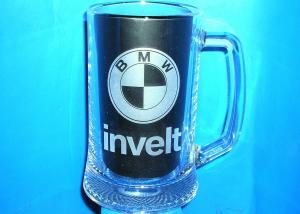 firemní půllitr s logem firmy BMW pro zaměstance, pískování skla