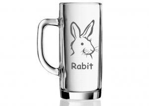 půllitr s vybroušeným obrázkem králíka, zajíce