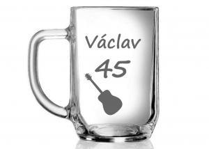 půlitr pro muže k 45. narozeninám s hudebním motivem