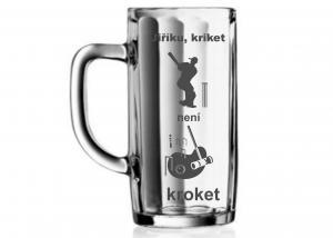 Pivní půllitr s motivem kriketu a kroketu